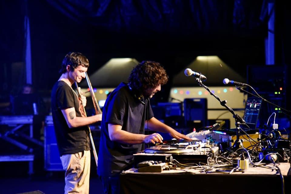 DJ GRuff e Gianluca Petrella durante il concerto