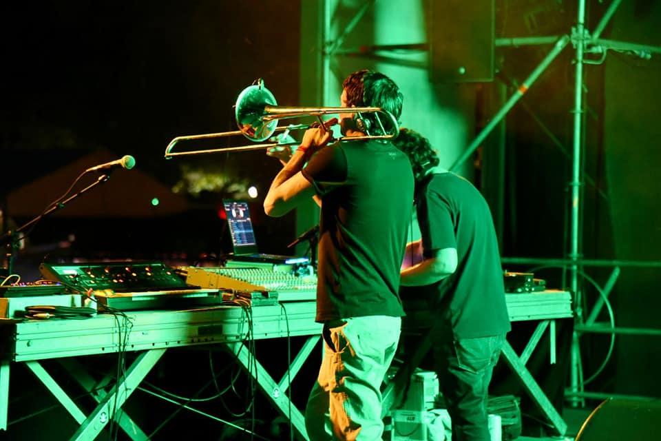 Gianluca Petrella e Dj Gruff durante il concerto