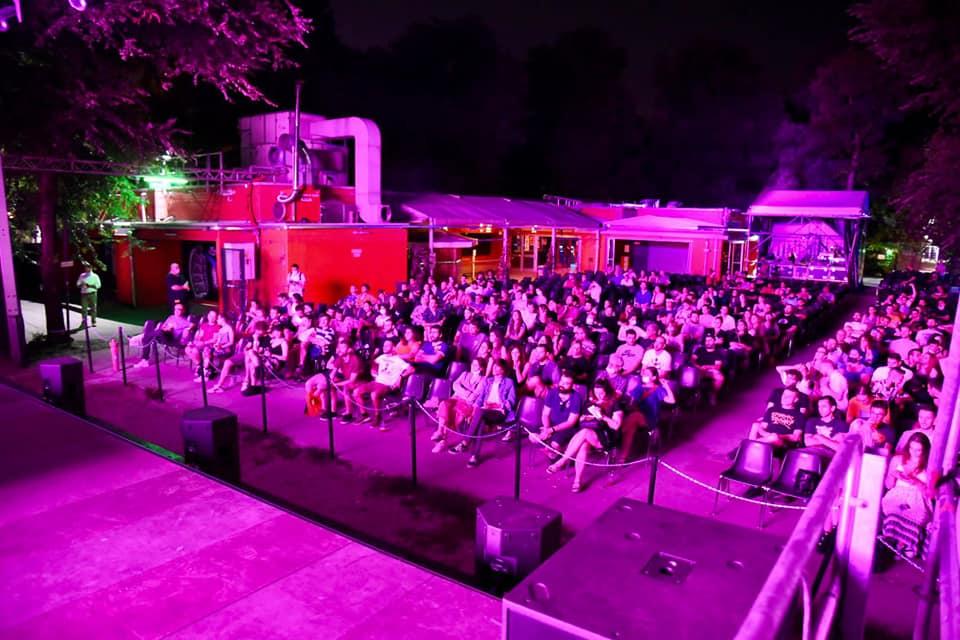 Il pubblico assiste al concerto