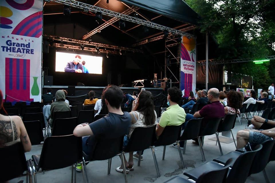 Il pubblico assiste al film The Present di Farh Nabulsi