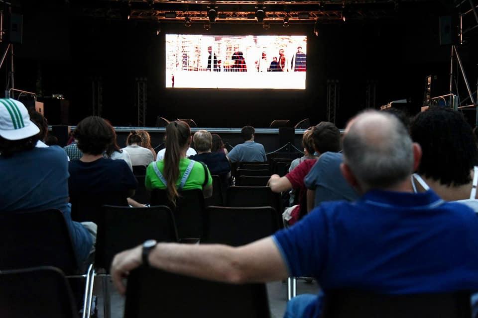 Il pubblico assiste al film The Present di Farah Nabulsi